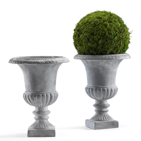 7. Easy accents: moss in urns.