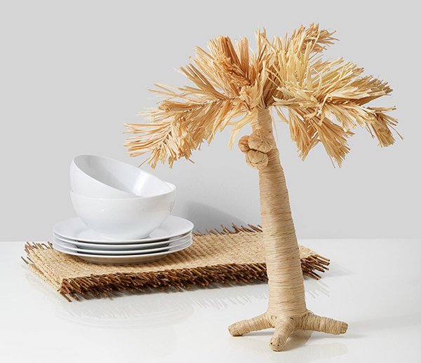 Raffia palm trees and place mats for your tablescapes.