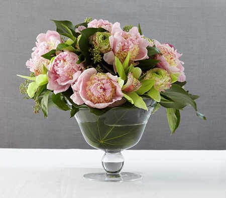 6. A classic arrangement of pink peonies. (via Real Simple)