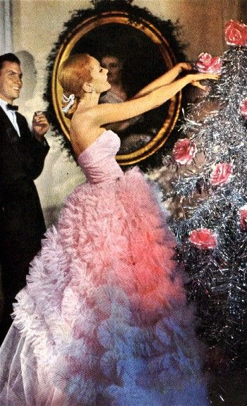 2. Vintage-looks: Silver tinsel with pink roses.